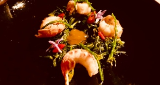 Salad with prawns and almira